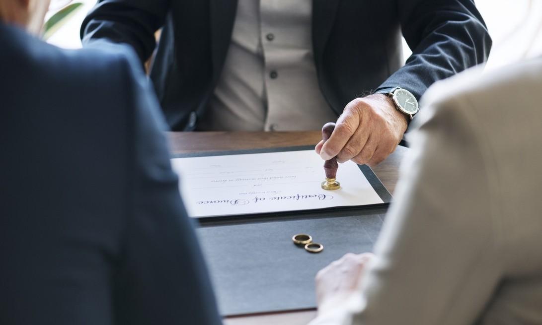 Czy możliwy jest rozwód bez orzekania o winie i jak poprowadzić takie postępowanie rozwodowe?